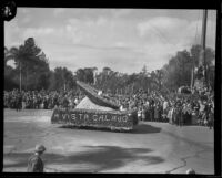 """A Vista Calavo"" float in the Tournament of Roses Parade, Pasadena, 1932"