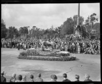 """Banks"" float in the Tournament of Roses Parade, Pasadena, 1932"