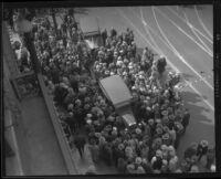 Crowd gathers around stunt driver Hayward Thompson's car, Los Angeles, 1927
