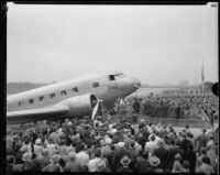Crowds gather for the dedication of the TWA aircraft, City of Los Angeles, Glendale, [1933]