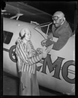Col. Roscoe Turner greets his wife Carline Turner, Los Angeles, 1932