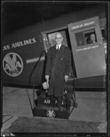 "Dr. F.E. Townsend arrives to discuss the ""Townsend Plan,"" Los Angeles, 1934."