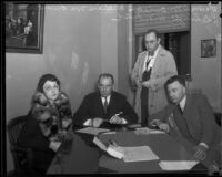 William and Margaret von Brincken being interrogated by police over allegations they faked a robbery report, Los Angeles, 1933