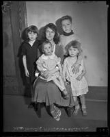 Muriel Wallace and her children Billie, Claire, Gloria and Jacqueline, Los Angeles, 1935