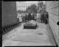Jury investigates site of murder on Harold Wolcott's roof, Pasadena, 1933