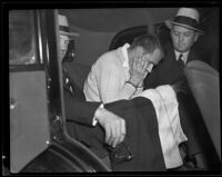 Assailant William Hardy handcuffed in a car with detectives, Los Angeles, 1935