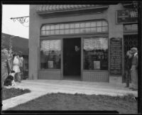 Unidentified people entering Hellman Bank Lincoln Park Branch, Los Angeles, 1920-1939
