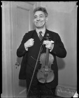 Fritz Kreisler holding his violin, Los Angeles, circa 1930-1939
