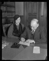 Eleanor Hunt signs her divorce papers with Judge Harry R. Archibald, Los Angeles, 1932