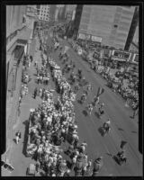 Spectators watch parade commemorating 151st anniversary of settlers in Los Angeles, 1932