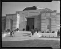 Visitors at the entrance to the Griffith Observatory, Los Angeles, 1935