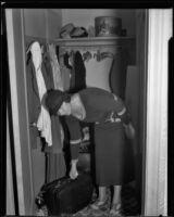 Murder suspect Nellie Madison visits apartment after arraignment, Burbank, 1934