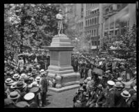 Crowd at Spanish-American War monument at Pershing Square for Memorial Day, Los Angeles, 1926