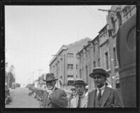 Murder suspect Arthur C. Burch walks to Madalynne Obenchain trial, Los Angeles, 1921