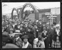 Crowd at the Valencia Orange Show, Anaheim, 1921