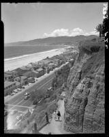 Bird's-eye view from Palisades park towards Santa Monica Beach facing northwest, 1946-1950