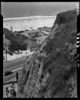 Bird's-eye view from Palisades Park towards Santa Monica Beach, 1946-1950