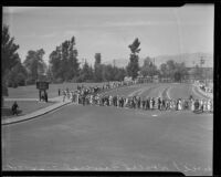 Column of mourners lined up behind a rope guideline to pay tribute to Will Rogers at Forest Lawn, Glendale, 1935