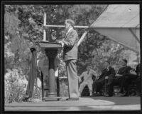 Actor Russell Simpson reading a poem by Edgar Guest in tribute to Will Rogers, 1935