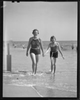 Jane Le Cutler and Mary Cutler on the beach, Santa Monica, 1936