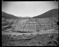Bouquet Canyon earth-fill dam under construction, 1933