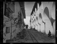 "El Paseo ""Street in Spain"" alley between the Casa de la Guerra and 23 E. De La Guerra St., Santa Barbara, [1930s?]"