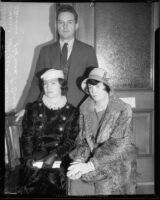 Anna Laura Barnett goes to court, accompanied by her lawyer Thomas Cruce and Maxine Sturgess, Los Angeles, 1933