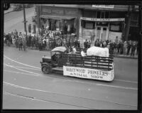"""Hollywood Pioneers Animal Show"" truck in the Loyalty Day Parade inaugurating Boys' Week, Los Angeles, 1926"