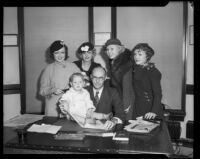 Actresses Lona Andre, Ida Lupino, Toby Wing, Grace Bradley and actor Baby Le Roy meet with Judge Marshall McComb to obtain contract approvals, Los Angeles, 1933