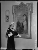 Hersee Moody Carson standing next to a portrait painting by Vicente Palmaroli y González, Los Angeles, 1935