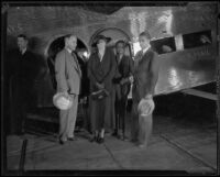Eleanor Roosevelt arrives in Los Angeles, accompanied by Amon G. Carter, Charles Hitchcock, and Elliott Roosevelt, Los Angeles, 1933