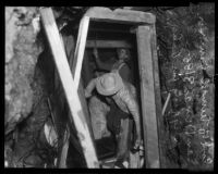 Workmen digging to find victim in San Dimas water tunnel cave-in, 1935
