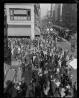 Christmas shopping crowd at 7th and Broadway, Downtown Los Angeles, 1928
