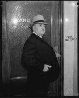 Mayor Frank Shaw walking into grand jury room, Los Angeles, ca. 1936