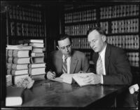 Attorneys J. H. Hoffman and E. W. Davis confer during the W. W. Watterson trial, Independence, 1927