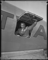 Bill Henry, Los Angeles Times sports editor arrives home from Europe in a TWA plane, Los Angeles County, 1935