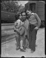 Deportees Carlos Tamborrell with his children Mary Louise and Carlos Jr., Los Angeles, 1935