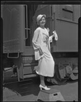 Myrtle Strachota, Miss Wisconsin, disembarks from a train, Los Angeles, 1935