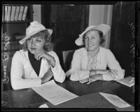 Grace Bradley accompanies mother Elsa Bradly to court, Los Angeles, 1935