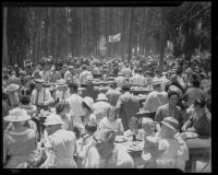 People enjoying the Sheriff Barbecue hosted by Sheriff Biscailuz, Los Angeles, 1935
