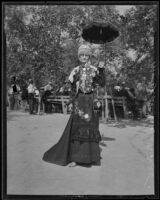 Minnie M. Blandin attends the old folks picnic, Livermore, 1935