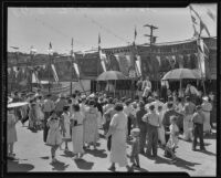 Fairgoers strolling at the Los Angeles County Fair, Pomona, 1935