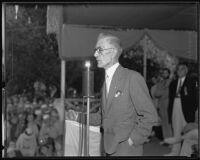 Dr. Townsend advocates old age pension proposal to crowd at La Crescenta picnic, 1935