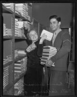 Frances Howard assisting Nate Halpern with purchasing textbooks, University of Southern California, 1935