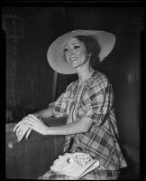 Laura de la Puente is witness in car accident, Los Angeles, 1935