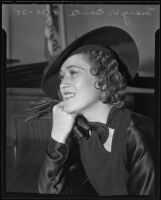 Mary V. Banta in court for divorce, Los Angeles, 1935