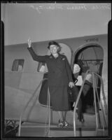 Aviatrix Marie Marvingt arrives in Los Angeles, 1935
