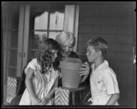 Mrs. Albert Sherman Hoyt with two children and cactus plant, South Pasadena, 1931