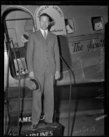 Robert M. Hutchins arrives in California, Los Angeles, circa 1935