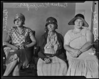 Josephine Cole, Barbara Kinzenger, and Beatrice Ayres in trial against councilman Carl I. Jacobson, Los Angeles, 1927
